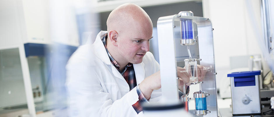 PhD student in Applied Micro- and Nanosystems Researcher at work. Photo.