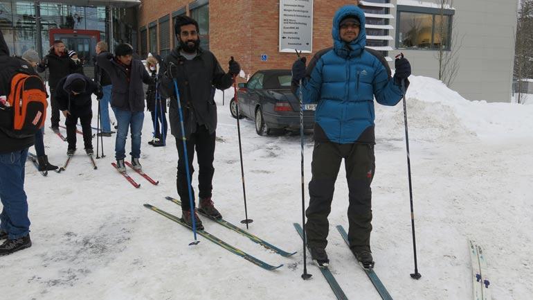 Foto av internasjonale studenter på skitur