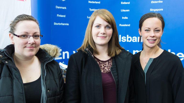 Foto:  Studenter og ansatt i Handelsbanken