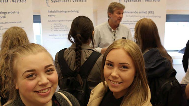 Embla Sofie Kleveland Crowo og Jeanett Valhovd Pettersen. Foto