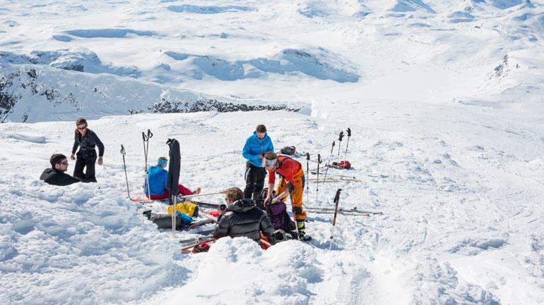 Bilde av skiturister i fjellet.  Foto iStock/silkfactory