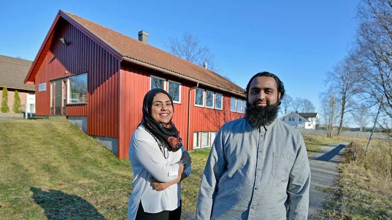Rasha og Imran er to av ressurspersonene som har deltatt i veilederprogrammet som ledes av Høgskolen i Sørøst-Norge (Foto: Bjørn Harry Schønhaug/Varden).
