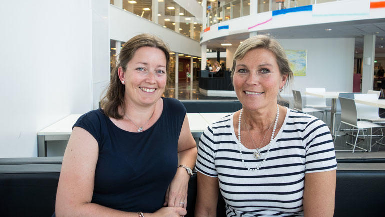 Anne og Ulla er først i Norge med master i karriereveiledning.  Foto