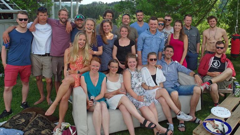 Glade studenter og forelesere på siste fellessamling som studenter i Bø. Foto: Helle Friis Knutzen