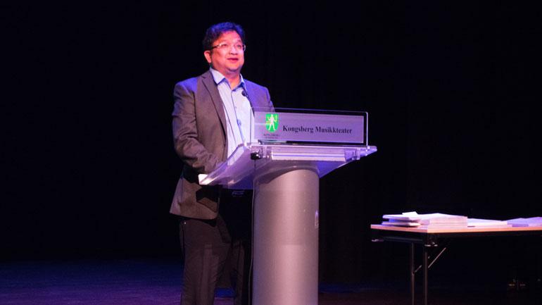 Dekan Duy Tho Do ved Fakultet for teknologi og maritime fag hold en personlig tale.  Foto