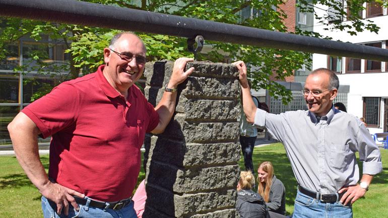 Professor Bob McDonald fra TExas Tech University og timelærer og programansvarlig Kjetil Gjerdalen ved HSN. Foto