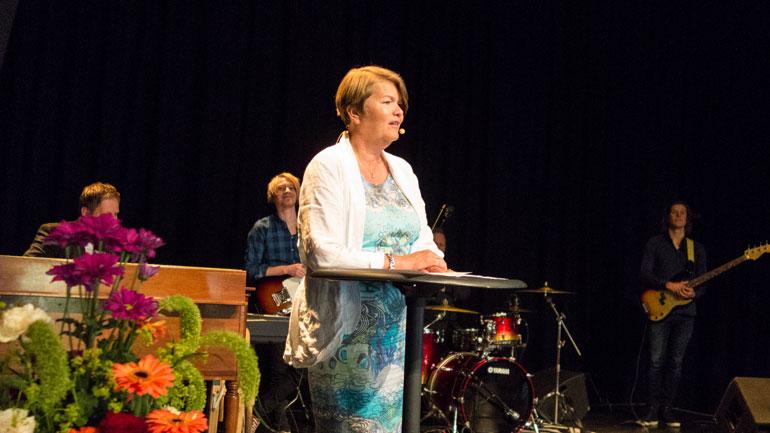 Dekan Heidi Kapstad på scenen på Union. Foto