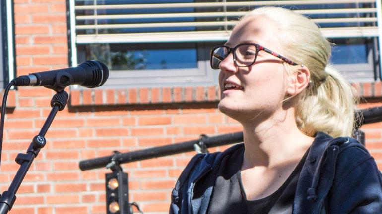 Studentenes campusleder Line Hjørungnes Jacobsen oppfordret til samhold og omsorg.  Foto