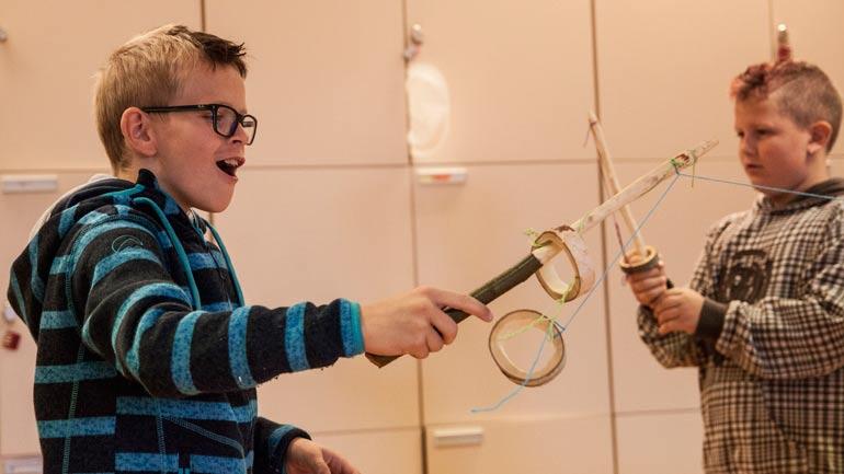 Barna fikk blant annet lage treleker fra vikingetida