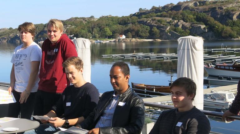 Ferske ingeniørstudenter på seminar. Foto
