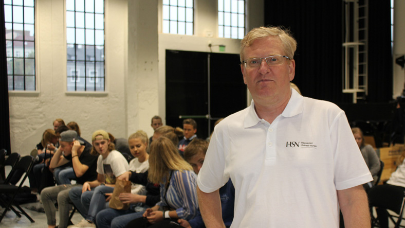 Førsteamanuensis Lasse Sonne holdt foredraget om den industrielle revolusjonen.