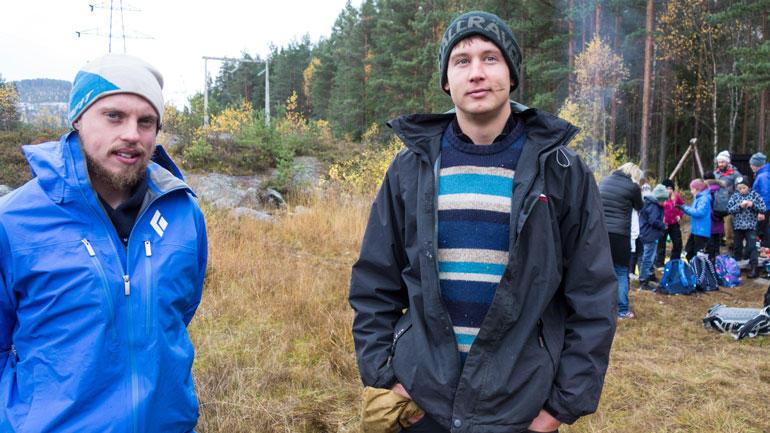 PPU-studentene Daniel og Simon ute i naturen. Foto