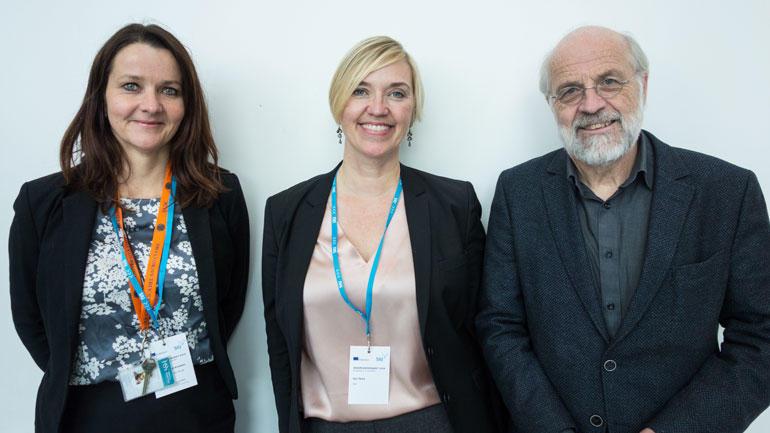 Årets Erasmus-pris til HSN.  F.v: Heidi Tovsrud Knutsen (leder for Seksjon for internasjonalisering ved HSN), Gro Tjore (assisterende direktør ved SIU) og rektor Petter Aasen. Foto