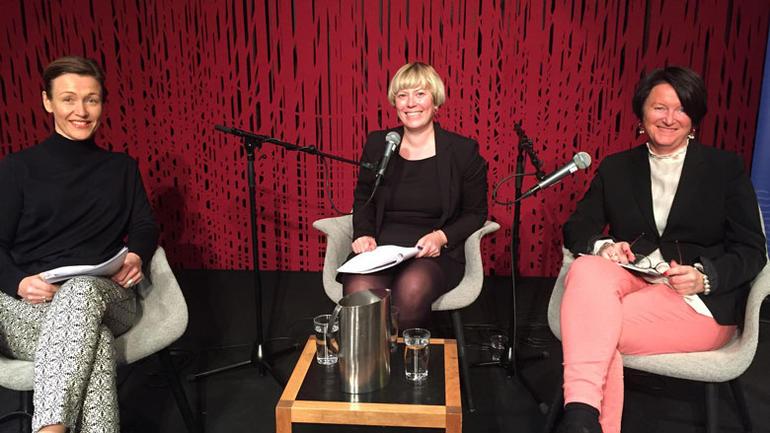 Leder for Kulturrådet Kristin Danielsen og leder for Kulturtanken, Lin Marie Holvik i samtale med Heidi Stavrum
