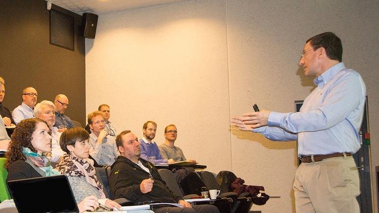 Professor Alberto Sols teaching Fundamentals of Systems Engineering