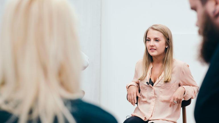 Trine i samtalegruppen.  Foto
