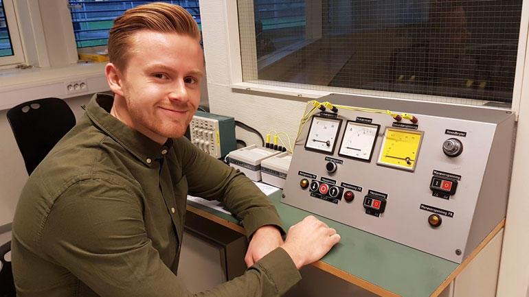 Pål Magnus Hannisdal (24) fra Asker hadde fagbrev som elektriker, men ville noe mer.  Svaret ble Y-veien, som HSN var først med i Norge.  Foto: Per Magnus Holtung.