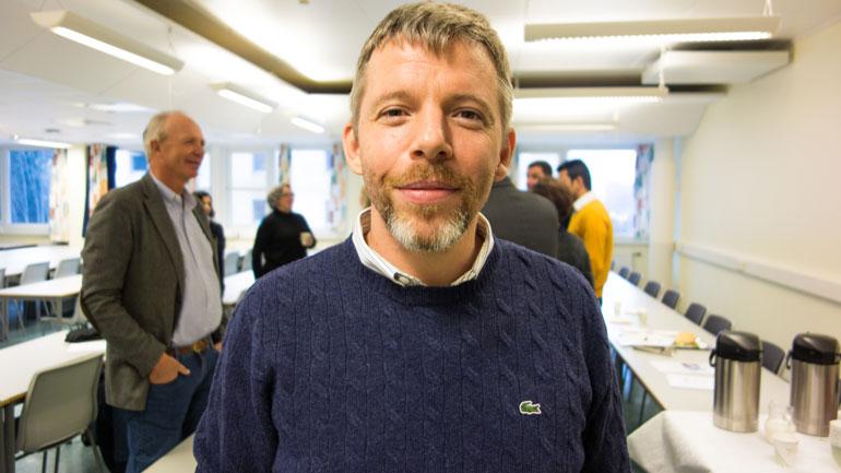 Professor Koen Pauwels på midtveis-evaluering på HSN.