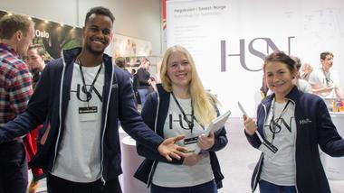 Ayanle Omar, Lisa N. Halvorsrød og Alexandra Moe Richardt møtte potensielle HSN-studenter på utdanningsmessa på Lillestrøm.