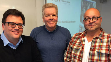 LEDERKURS: De lærer om ledelse og om hverandre. F.v. faglærer Jarle Løwe Sørensen og studentene Frank Berg og Morten Lødding Sørensen. (Foto: Øivind Munkås)