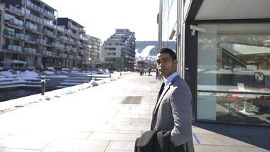 Amit in front of USN, campus Drammen