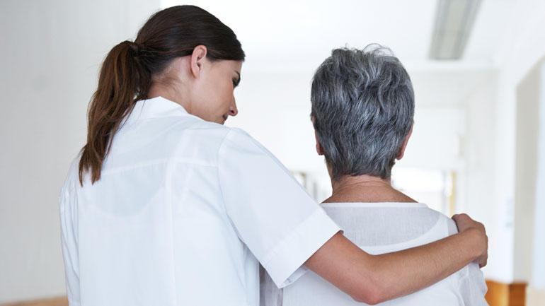 Kvinnelig sykepleier. Foto
