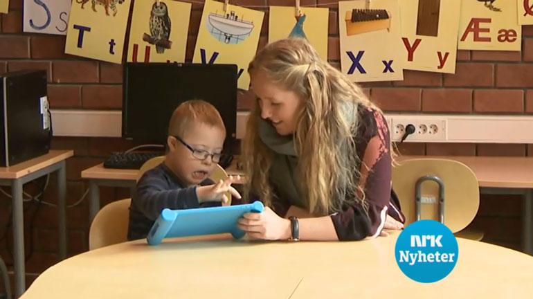 Barn med Down syndrom bruker hjelpemiddelet. Foto