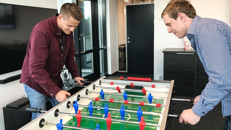 Nye ideer kan oppstå gjennom å spille fotballspill på pauserommet.  Foto