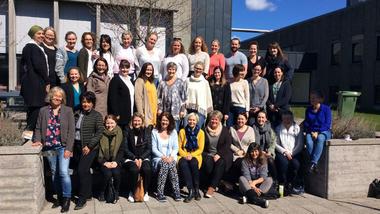30 barnevernsarbeidere fra 11 kommuner i Norge har gjennomført grunnopplæring i foreldreveiledningsprogrammet Parenting Young Children ved HSN. Gruppebilde
