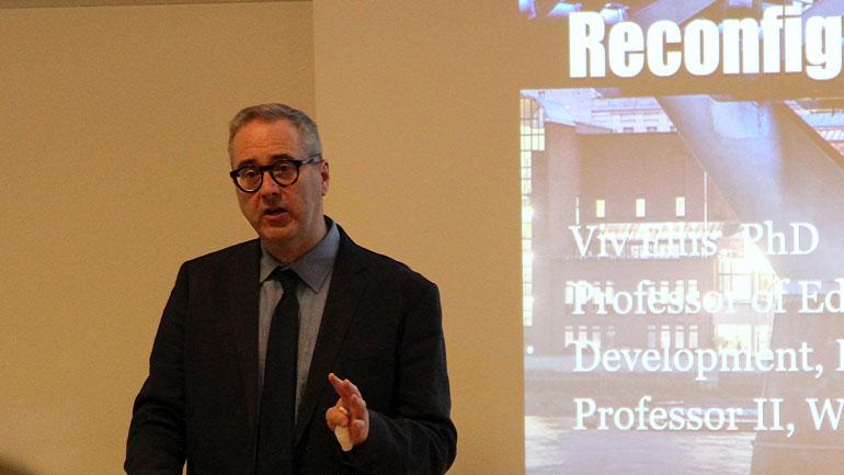 Professor Viv Ellis fra King's College i London foredrar under NAFOLs Spring School 2017 ved HSN. Foto