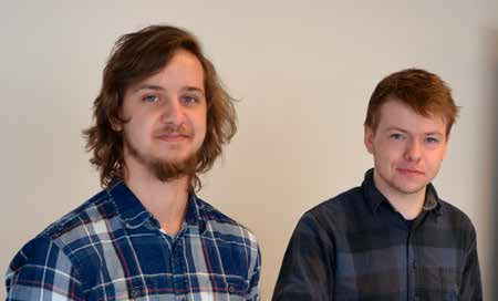 Studenter som har laget dataspill. Foto.