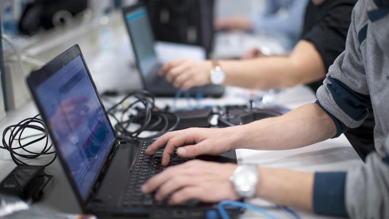 studenter i datalab. illustrasjonsbilde