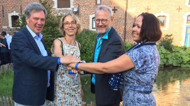 SESAM og HSN ønskes velkommen som nye medlemmer av styreleder Marthe Nyssens, flankert av deltakere fra HSN; fra venstre: Nils-Petter Karlssson, Lars U. Kobro og Monika Knudsen Gullslett.