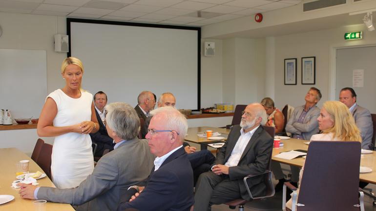 Skiens ordfører Hedda Foss Five med innlegg på frokostmøtet.