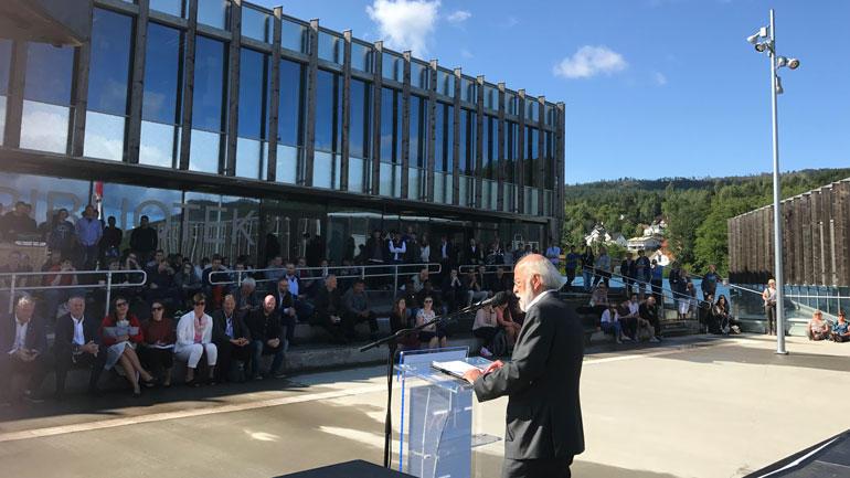 Rektor Petter Aasen under åpningen på Kongsberg