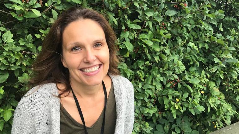 Lise Gusfre Ims er til daglig lærer ved Horten videregående skole og brenner for å hjelpe elevene til å sile informasjon og forstå hvordan politisk påvirkning foregår på nettet.  Foto
