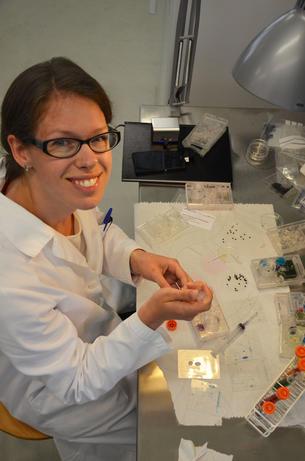 Birgitte K. Hønsvall på laben