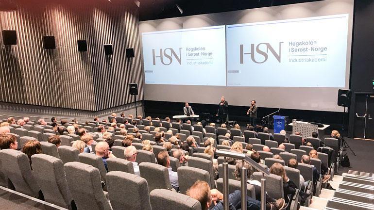 Fullsatt Kongsberg Kino under åpningen av HSN Industriakademi. Foto