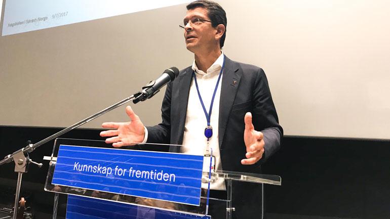 CEO i KONGSBERG Geir Håøy under åpningen av HSN Industriakademi. Foto