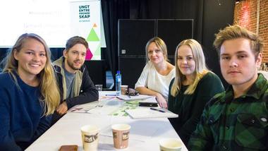 Studentgruppe på innovasjonscamp