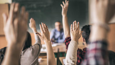 Ungdom i klasserommet.  Foto: iStock_skynesher