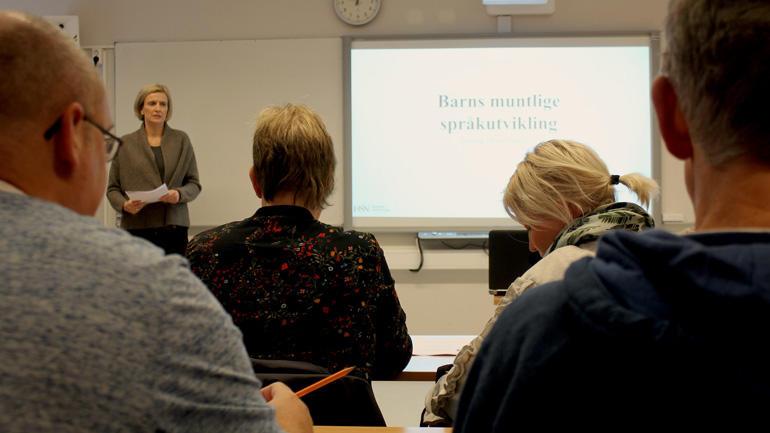 Høgskolelektor Audhild Norendal hadde norskundervisning denne uken.