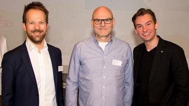 Konferansekonferansier Thomas Bogen, kunnskapsminister Henrik Asheim og debattleder Lars M. Johansen.