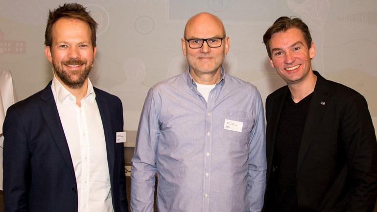 Konferansekonferansier Thomas Bogen, debattleder Lars M. Johansen og  kunnskapsminister Henrik Asheim. Foto: Nils Kalve