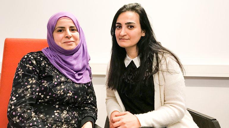 F.v: Esraa og Amani håper på praksis i regnskapsbyrå i Vestfold. Foto