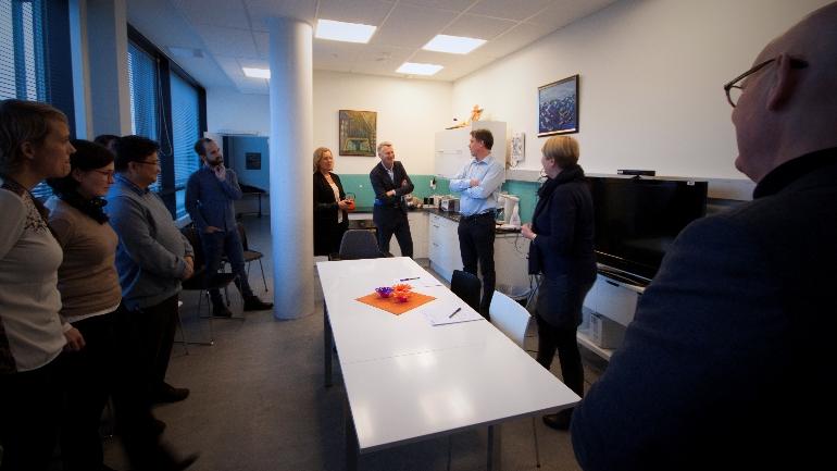 Steinar Evensen, administrerende direktør i Conexus, taler til forsamlingen i forbindelse med inngåelsen av FoUI-kontrakten med HSN.
