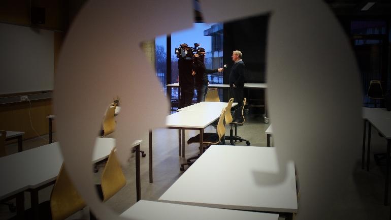TV2 intervjuer Lasse Sonne på Thor Heyerdahl VGS i forbindelse med hans didaktiske grep i undervisning om økonomisk historie.