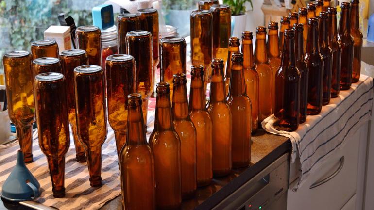 Lang tradisjon: I mellomalderen drakk dei av drikkehorn i staden for glas og flaske. Vinen blei aldri den same samfunnsdrikken her til lands. Foto: Colourbox