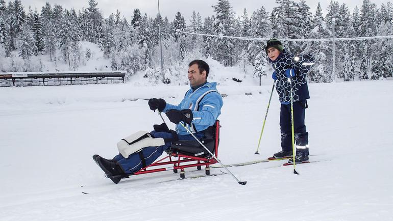 På sit ski langrenn. Foto