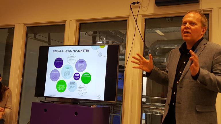 Prosjektleiar: Terje Kirkeng er prosjekt- og utviklingsansvarleg i Vestfold Avfall og Ressurs (Vesar). Her viser han moglegheitene som kan kome ut av samarbeidet. Foto: Mette Kammen
